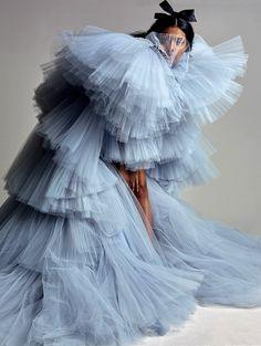 Giambattista Valli Haute Couture 17 in September 2019 Issue. Couture Mode, Style Couture, Couture Fashion, Runway Fashion, High Fashion, Fashion Show, Fashion Design, Fashion Poses, Fashion Outfits