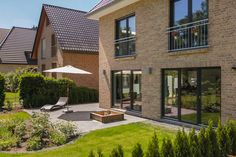 Stadtvilla Doppelhaus Mehrgenerationenhaus Haus bauen wohnen Terrasse Garten