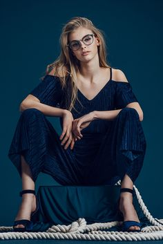 This wing tipped round frame, with a metal nose bridge, creates a pronounced construction, sure to turn heads. Female Character Inspiration, Girls With Glasses, Female Poses, Geek Chic, Female Images, Everyday Look, Fashion Forward, Vintage Inspired, Girl Fashion