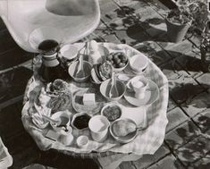 Table setting at the Eames House, ca. 1950 / unidentified photographer. Aline and Eero Saarinen papers, Archives of American Art, Smithsonian Institution.