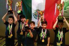 Tres niños mexicanos