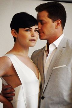 Josh Dallas and Ginnifer Goodwin at Comic Con Real life snow white and prince charming seriously