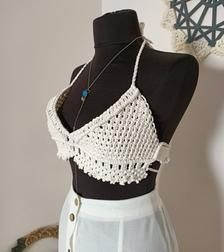 Hippie Chick, Boho Hippie, Bohemian Style, Festival Tops, Hippie Festival, Hippie Outfits, Yarn Projects, Modern Outfits, Handmade Design