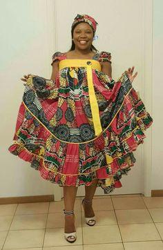 Ghana Dresses, African Maxi Dresses, Ankara Dress Styles, African Attire, African Wear, African Women, Big Girl Fashion, African Print Fashion, Mode Style