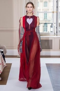 See the full Fall 2017 haute couture collection from Schiaparelli.