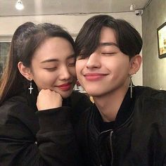 from the story BTS Zodiaco ✨ by (; Korean Boys Ulzzang, Ulzzang Couple, Ulzzang Boy, Korean Girl, Kim Bo Bae, Korean Friends, Korean Couple, Selfie Poses, Cute Couple Pictures