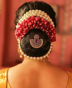Indian Wedding Bun Hairstyle Pictures for to-be-brides - FABB Indian Bun Hairstyles, South Indian Wedding Hairstyles, Bridal Hairstyle Indian Wedding, Saree Hairstyles, Bridal Hair Buns, Wedding Bun Hairstyles, Bridal Hairdo, Hairdo Wedding, Bridal Photoshoot