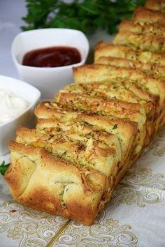 Tear-off garlic bread - New Year& Eve - I Love Food, Good Food, Yummy Food, Kitchen Recipes, Cooking Recipes, Bread Machine Recipes, Brunch, Quick Recipes, Food Design
