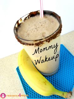 Mommy Wakeup Breakfast Smoothie recipe to help you adjust to the Back To School schedule #BTSIdeas #shop http://freebies4mom.com/wakeupsmoothie/ Breakfast Smoothie Recipes, Yummy Smoothies, Juice Smoothie, Smoothie Drinks, Yummy Drinks, Healthy Drinks, Healthy Snacks, Yummy Food, Healthy Recipes