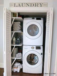 Transformation d'un petit placard en espace buanderie http://www.homelisty.com/integrer-lave-linge-deco/