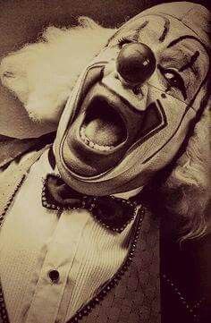 Mexican Clowns [Vintage] by Nicola Okin Frioli, via Behance. Clowns were either scary, or funny and entertaining for children. They would entertain them at circuses, fairs, or birthday parties. Gruseliger Clown, Es Der Clown, Clown Faces, Circus Clown, Creepy Clown, Clown Show, Creepy Circus, Old Circus, Dark Circus