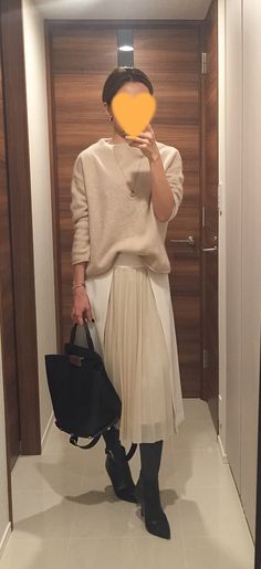 Beige sweater: Des Pres, White long skirt: Des Pres, Bag: ZAC Zac Posen, Boots: Jimmy Choo