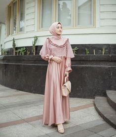 50+ Baju Kebaya Brokat Kombinasi Modern Terbaru - Bajukebaya.co.id Dress Muslim Modern, Kebaya Modern Dress, Muslim Dress, Muslim Hijab, Hijab Evening Dress, Hijab Dress Party, Hijab Style Dress, Gaun Dress, Dress Brukat
