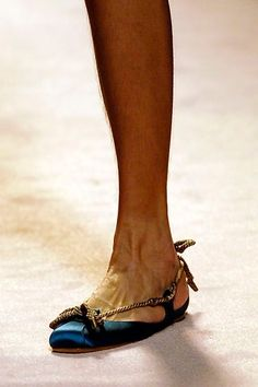 Alberta Ferretti Spring 2006 Ready-to-Wear collection, runway looks, beauty, models, and reviews. Alberta Ferretti, Ready To Wear, Fashion Show, Kitten Heels, Vogue, Spring, Runway, How To Wear, Models
