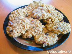 """""""Oatmeal Harvest Cookies"""" er mettende og supergode cookies fra Amerika som inneholder havre, rosiner og valnøtter. Oppskriften gir 40 stk. Krispie Treats, Rice Krispies, Cauliflower, Harvest, Oatmeal, Cookies, Vegetables, Desserts, Food"""