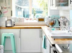 Lovely kitchen with the colour turqoise