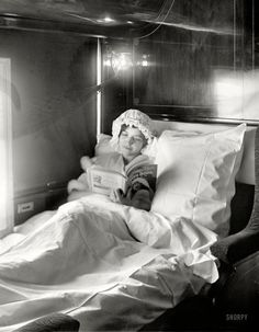 An poster sized print, approx (other products available) - Woman reading in an Electric-lighted sleeper berth on a deluxe overland limited train in America Date: circa 1910 - Image supplied by Mary Evans Prints Online - Poster printed in the USA Old Pictures, Old Photos, Vintage Photographs, Vintage Photos, Shorpy Historical Photos, Woman Reading, Reading Art, Reading Books, Green Books