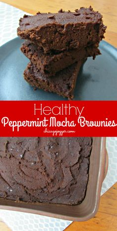 Healthy Peppermint Mocha Brownies - the best holiday dessert recipe, made with almond flour and NO butter or oil! | chicagojogger.com