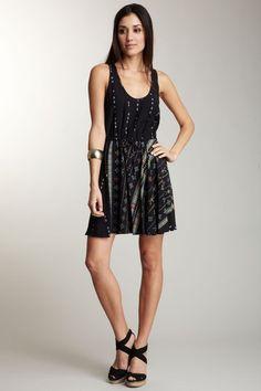 LOOOVE this dress