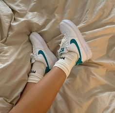 ✔ Shoes Sneakers Adidas Nike Source by joeisabrinaperez outfits indian Vintage Nike, Vintage Shoes, Retro Vintage, Vintage Sneakers, Vintage Wear, Sneakers Mode, Sneakers Adidas, Sneakers Style, Shoes Style