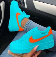 The post Welches Paar würdest du rocken? : appeared first on beste Schuhe. Source by Schuhe Sneakers Mode, Cute Sneakers, Sneakers Fashion, Shoes Sneakers, Sneaker Trend, Nike Shoes Air Force, Sneaker Outfits, Orange Shoes, Orange Orange