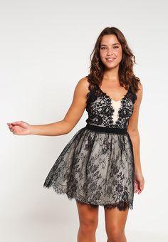 Koktajlowa sukienka z koronki na wesele czarna plus size