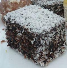 Kókuszkocka - Hozzávalók: 20 dkg cukor 5 dkg vaj 1 tojás 2 evőkanál méz 1 tk szalakáli 2 dl tej 30 dkg liszt 1 zacskó kókuszreszelék A kakaós bevonóhoz: 20 dkg vaj 20 dkg cukor 40 g kakaópor 6 evőkanál tej 1 kupica rum (vagy rumaroma)