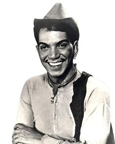 Cantinflas- the man! Mexican People, Mexican Men, Mexican Style, Hollywood Glamour, Classic Hollywood, Old Hollywood, Latino Actors, Actors & Actresses, Famous Mexican