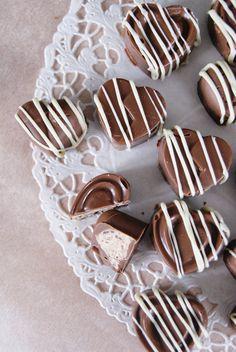 muotteihin Candy S, Sugar, Cookies, Desserts, Food, Crack Crackers, Tailgate Desserts, Deserts, Biscuits