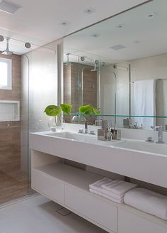 Small bathrooms decorated: 60 perfect ideas and designs - Home Fashion Trend Modern Bathroom Design, Bathroom Interior Design, Interior Design Living Room, Bathroom Wallpaper, Bathroom Renos, Beautiful Bathrooms, Bathroom Colors, Bathroom Inspiration, House Design