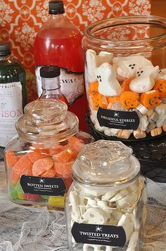 I don't plan on having a halloween themed wedding (I want an autumn theme'd one) but a candy bar is a cute idea.