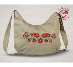 Szervető-matyó félhod táska - bézs, futómintás Drawstring Backpack, Diaper Bag, Folk, Backpacks, Tote Bag, Bags, Hungary, Products, Fashion