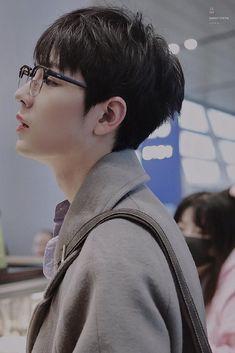 Chen, The Big Boss, Korea, Chinese Boy, Ulzzang Boy, Haircuts For Men, Hot Boys, Handsome Boys, Beautiful Boys