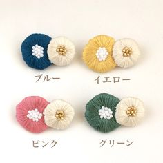 丸いお花の刺繍ブローチ | ハンドメイド、手作り作品の通販 minne(ミンネ) Embroidery Works, Beaded Embroidery, Embroidery Stitches, Hand Embroidery, Baby Hair Accessories, Handmade Accessories, Punch Needle Patterns, Textile Jewelry, Flower Crafts