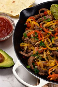 Steak Fajitas Recipe – Steak fajitas make a quick and easy meal perfect for weeknight suppers or weekend celebrations! Made with beef, peppers, onions and served with a stack of warm tortillas and condiments. Chicken Fajita Rezept, Beef Fajita Recipe, Steak Recipes, Cooking Recipes, Healthy Recipes, Easy Steak Fajitas, Mexican Food Recipes, Dinner Recipes, Slow Cooker Steak