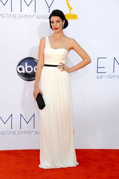 Mad Men star Jessica Pare stunned in a simple white Jason Wu one-shoulder gown.