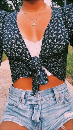 teenager outfits for school ; teenager outfits for school cute Teenage Outfits, Teen Fashion Outfits, Look Fashion, Korean Fashion, Fashion Tips, Batman Outfits, Teen Girl Outfits, Diy Fashion, Fashion Ideas