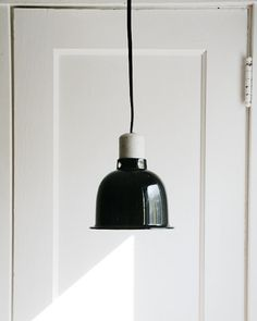 He encontrado este interesante anuncio de Etsy en https://www.etsy.com/es/listing/180653367/industrial-chic-pendant-light-vintage