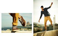 Já conheceram a Selaria? A loja de sapatos e artigos de couro do grupo Richards traz opções modernas e elegantes para o publico masculino. Vale a pena conhecer. www.richards.com.br/selaria/verao2013