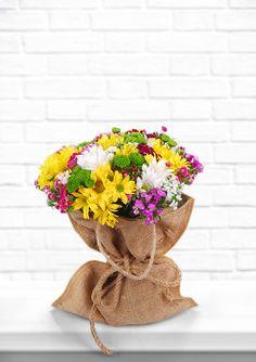 Hava yağmurlu, bizde bir hüzün. Mutluluk anlamına gelen sarı kır çiçekleri günün çiçeği olsun mu? #sarı #kırçiçeği #gününçiçeği #escicekcom