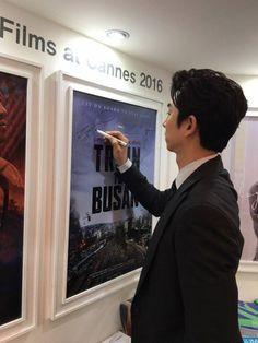 Train To Busan Movie, Goblin Gong Yoo, Yoo Gong, I Have A Crush, Korean Actors, Korean Dramas, Cannes, Good Movies, Japan