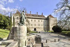 Guimarães: uma viagem na história do imponente Paço dos Duques - Portugal - SAPO Viagens Portugal, Mansions, House Styles, 17th Century, Rooftops, Venice, Toad, Duke, Traveling