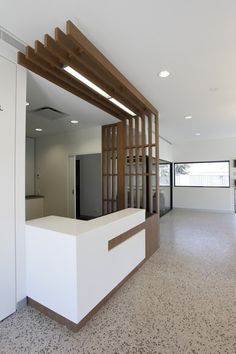 ™ Coolum Spotted Gum reception counter beam detailing > to mój zdecydowany faworyt:) Reception Counter Design, Curved Reception Desk, Lobby Reception, Office Counter Design, Modern Reception Area, Hospital Reception, Office Reception Area, Reception Table, Dental Office Design