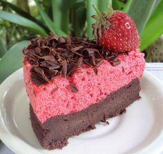 Nárwen's Cuisine: Bolo-Mousse de Chocolate e Morangos
