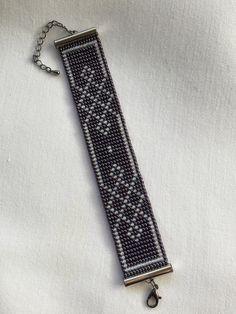 Loom bead bracelet with Baltic Loom Bracelet Patterns, Bead Loom Bracelets, Bead Loom Patterns, Beaded Jewelry Patterns, Peyote Patterns, Beading Patterns, Beading Ideas, Bead Crochet Rope, Bead Jewellery
