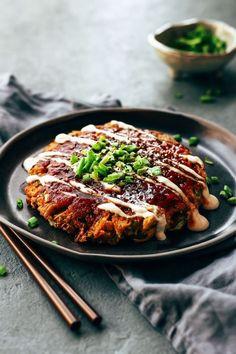 The Best Vegan Okonomiyaki - Full of Plants - Perfectly tender Okonomiyaki that is loaded with shredded cabbage, marinated sesame jackfruit, and g - Vegan Okonomiyaki Recipe, Okonomiyaki Rezept, Tritip Recipes, Soda Stream Recipes, Vegan Dinners, My Favorite Food, Osaka, Whole Food Recipes, Kitchens