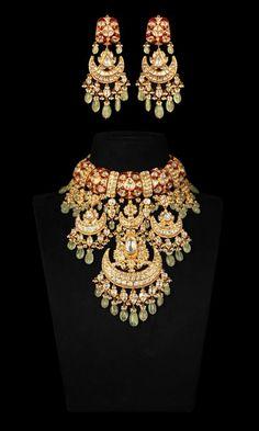 Indian Wedding Jewelry, Indian Bridal, Gold Jewellery Design, Diamond Jewellery, Bridal Jewelry Sets, Bridal Jewellery, Rajputi Jewellery, Stylish Jewelry, Hazoorilal Jewellers