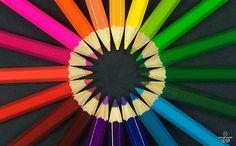 컬러 테라피(Color therapy, 색채 치료)는 '컬러'와 '테라피'의 합성어로 색의 에너지와 성질을 심리 치료와 의학에 활용하여 스트레스를 완화시키고 삶의 활력을 키우는 정신적인 요법이다. 최근 미국에서 여러 의학자들에 의해 컬러를 통한 다양한 치료에 대한 연구가 진행되고 있으며, 21세기의 새로운 대체·보완 의학으로 주목을 받고 있다.