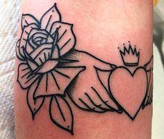 Chris Mesi kept this Claddagh tattoo stunningly simple. Irish Celtic Tattoos, Celtic Tattoo Family, Irish Claddagh Tattoo, Claddagh Symbol, Celtic Tattoo For Women Irish, Hand Tattoos, Neue Tattoos, Tattoos Skull, Animal Tattoos