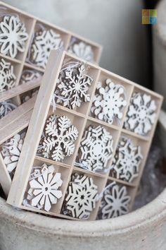 #snowflake #ornament #woodornament #rusticchristmas #christmas #christmastime #christmasseason #christmasvibes #christmasspirit #christmasdecorating #christmasdecor #christmasdecorations #christmashome #christmasinspiration #christmasinspo #vermeersgardencentre